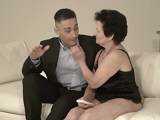 Old nextdoor bird Lisbeth gives her head and takes dick in old snatch