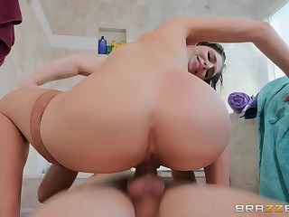 Kinky bitch in stockings gets caught in be transferred to shower and properly fucked
