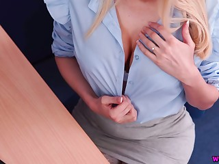 Slutty agony aunt Amber Jayne gives her head and gets fucked in the office
