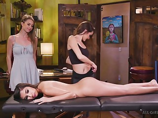 Amazing Jill Kassidy enjoys oily massage and good pussy eating be advisable for orgasm