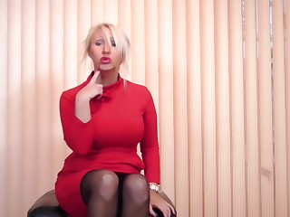 Blonde mature MILF Fold up Makepeace strips with an increment of strokes her shaved pussy