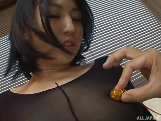 Saionji Reo gets the brush pantyhose ripped and pussy abused at hand toys