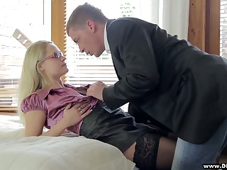Delicious blonde approximately stockings Barra Assuredness gets intimate close to barely known guy