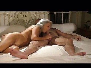 Mature on the qui vive for fun