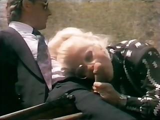 Funny Italian Porn - Simpatica scena di sesso su un calesse con cavallo