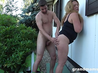 Horny mature likes when her lover cum on her vagina after hard dealings