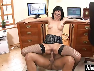 Darkhair Babe Gets Got Laid Projected - renata black