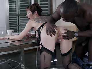 Black man fucks the mature woman connected with rough manners