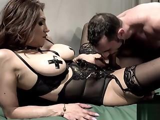 Latin TS hooker Jessy Dubai anal rammed
