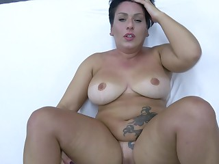 Chubby mature loads her pussy there the most nervous inches