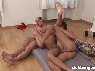Lads are having a nice time aggravation fucking in such gay threesome