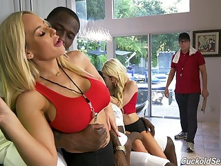 Cheating jet-black cock loving wife Olivia Austin turns her hubby come into possession of a cuckold