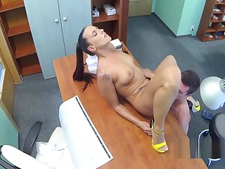 Sexy attend to fucks doctor uppish desk
