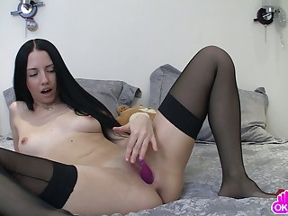 Amateur takes a dildo in her off with