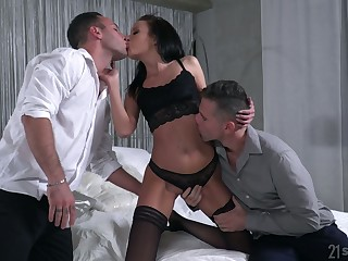 Unmitigated bawd yon small tits Renata Fox thirsts for some incredibly kinky DP