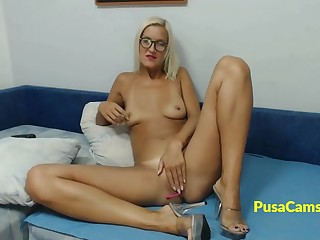 Hot solo of blonde girl unfamiliar California on cams live, she is nerdy tall girl respecting fit body