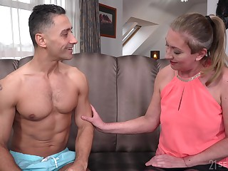 Lewd mature slut relative to nylon tights Elizabeth Bee jams boobs as she is fucked