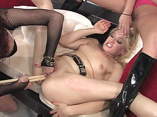 Heather Gables throws a party that about meanderings into a pussy eating fest
