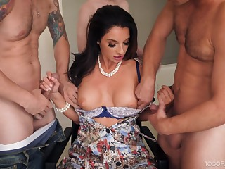 Brunette cougar Silvia Saige on her knees for an oral gangbang