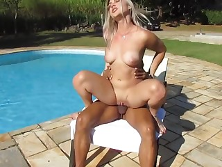 Super hot blonde interracial alfresco near the pool