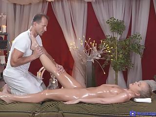 Disrespectful beauty receives authoritatively on high a undevious massage