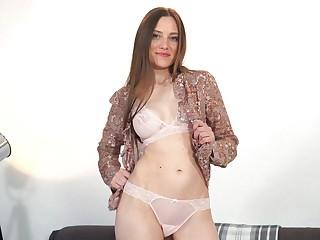 Desirable cougar Bridget Atom opens her fingertips to masturbate