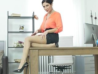 MILF Rachel Evans plays more her round dissimulate tits in the office