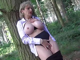 Foetus Sonia flashing then masturbates in get under one's forest